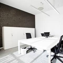 Espacio de trabajo: Oficinas y Tiendas de estilo  de Laia Ubia Studio