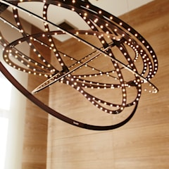 Detalle lámpara de techo: Oficinas y Tiendas de estilo  de Laia Ubia Studio