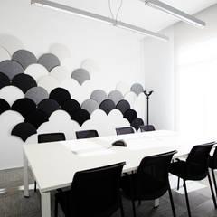 Sala de reuniones: Oficinas y Tiendas de estilo  de Laia Ubia Studio