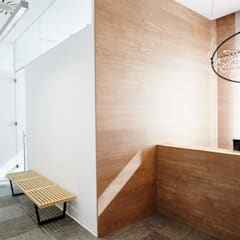 Oficinas y Comercios de estilo  por Laia Ubia Studio