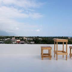 Flat roof by 夏禾創作有限公司