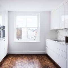 Kitchen :  Built-in kitchens by Brosh Architects