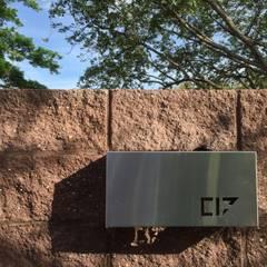 Casa C-17: Piscinas de jardín de estilo  por XXStudio