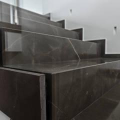 lavorazioni in marmo: Scale in stile  di architetto letizia masciotta