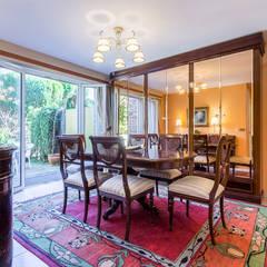 Home Staging en casa de Mercedes en Oleiros, Galicia: Comedores de estilo  de CCVO Design and Staging