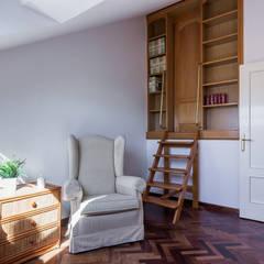 SALA DE LECTURA: Dormitorios de estilo  de CCVO Design and Staging