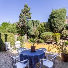 Home Staging en casa de Mercedes en Oleiros, Galicia: Terrazas de estilo  de CCVO Design and Staging
