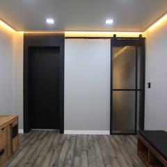 Puertas de estilo  por JUNDESIGN, Moderno