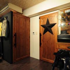 guide post: hacototo design roomが手掛けた商業空間です。,ラスティック 木 木目調