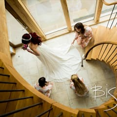 Cooling Castle Bridal Staircase:  Stairs by Bisca Staircases