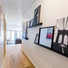 Corridor & hallway by Sizz Design