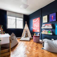Projekty,  Pokój dla chłopca zaprojektowane przez Pereira Reade Interiores