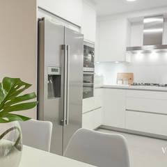 DECORACIÓN HOME STAGING: Módulos de cocina de estilo  de SV Home Staging