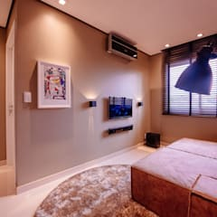 APARTAMENTO RM: Salas multimídia  por Escritório de Arquitetura Mauricio Rezende