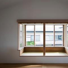 Wooden windows by 平山教博空間設計事務所, Eclectic Wood Wood effect