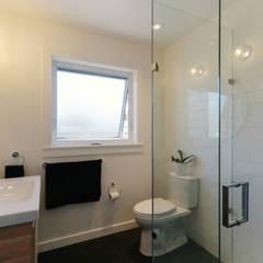 Oakwood Village House - Master Bathroom:  Bathroom by Solares Architecture
