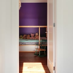 Oakwood Village House - Kid's Room:  Bedroom by Solares Architecture