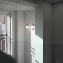 모던 빈티지 스타일의 따뜻한 집, 방배동 신호 나이스 38평: 홍예디자인의  아이방,미니멀