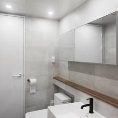 모던 빈티지 스타일의 따뜻한 집, 방배동 신호 나이스 38평: 홍예디자인의  욕실,미니멀