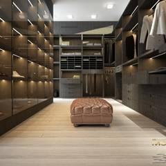 Appartamento privato 9: Spogliatoio in stile  di MELLINACORTISTUDIO