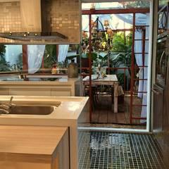 Kitchen by STUDIO AGUIAR E  DINIS