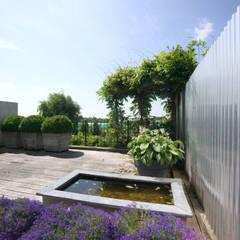 Mooie privé tuin met waterpartij:  Tuin door Groengroep b.v.