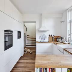Ausbau eines Einfamilienhauses:  Einbauküche von Schreinerei Fischbach GmbH & Co. KG