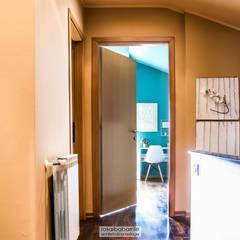 casa GC: Camera ragazzi in stile  di rosalba barrile architetto