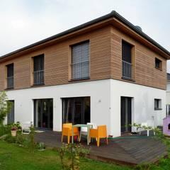 Stadtvilla in Passivhausqualität:  Holzhaus von   r-m-p architekten und ingenieure