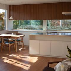陽だまりの家: 株式会社 井川建築設計事務所が手掛けたダイニングです。