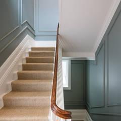 Moradia Foz do Douro: Escadas  por NVE engenharias, S.A.,Moderno