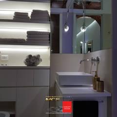 Appartamento privato 1: Bagno in stile  di MELLINACORTISTUDIO
