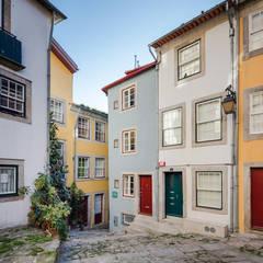 Reabilitação Rua Santana - Porto Varandas, marquises e terraços clássicas por NVE engenharias, S.A. Clássico