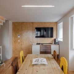 Sala de jantar: Salas de jantar  por NVE engenharias, S.A.
