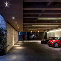 Garajes abiertos de estilo  por homify, Moderno Concreto