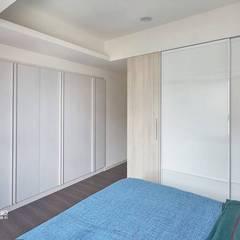 Dormitorios de estilo  por 禾廊室內設計