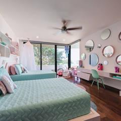 Casa del Árbol: Recámaras infantiles de estilo moderno por Ancona + Ancona Arquitectos