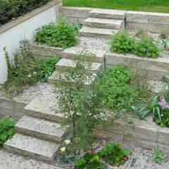 Verbindung zur Gartenebene:  Treppe von guba + sgard Landschaftsarchitekten