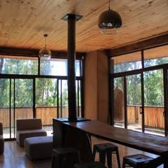 Casa de Fardos: Comedores de estilo  por Kimche Arquitectos