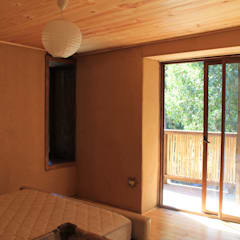 Casa de Fardos: Dormitorios de estilo  por Kimche Arquitectos