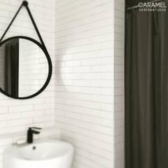 마이너스옵션_ 화이트 인테리어: 카라멜 디자인 스튜디오의  욕실