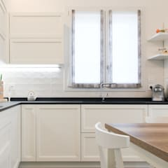 K10: Cucina in stile in stile Classico di Andrea Picinelli