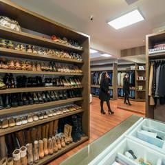 Casa T : Closets de estilo  por Gracia Nano Studio