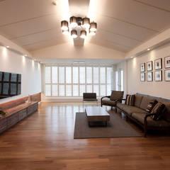 전주인테리어 서신동 대림 이편한세상 아파트 인테리어: 디자인투플라이의  거실