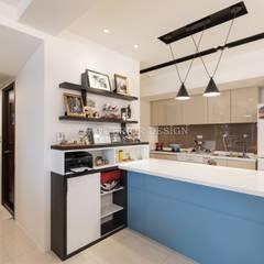 Kitchen by VH INTERIOR DESIGN