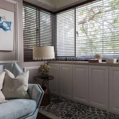 Salas / recibidores de estilo  por VH INTERIOR DESIGN,