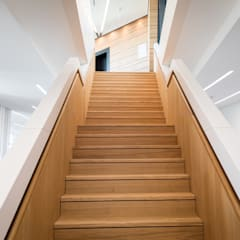 Gerade Treppe mit Zwischenpodest:  Treppe von Holzmanufaktur Ballert e.K.