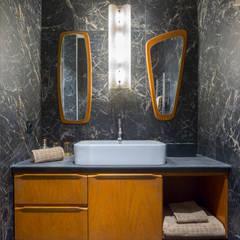 Le Blue Dream: Salle de bains de style  par Thomas Marquez Photographie