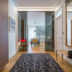 Le Molière: Couloir et hall d'entrée de style  par Thomas Marquez Photographie,
