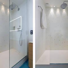 Le Molière: Salle de bains de style  par Thomas Marquez Photographie